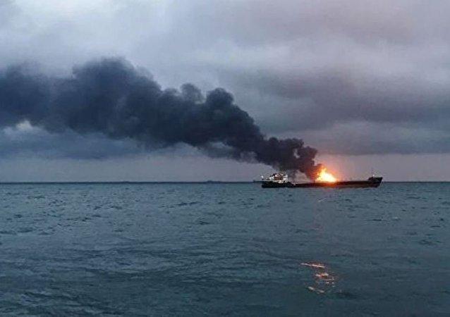 救援人员对在黑海找到生还海员不抱希望