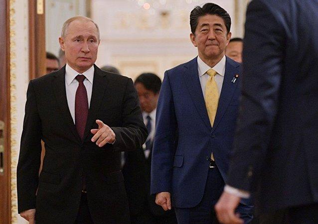 日本外務省:普京帶安倍參觀其在克里姆林宮的辦公室