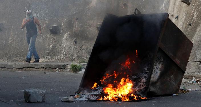 委内瑞拉抗议活动期间约30人被拘