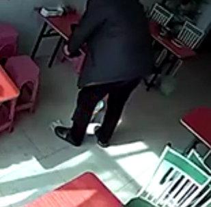 一头愤怒的公牛闯进了中国某咖啡馆