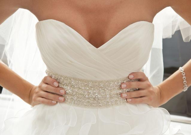 巴西女子嫁给自己