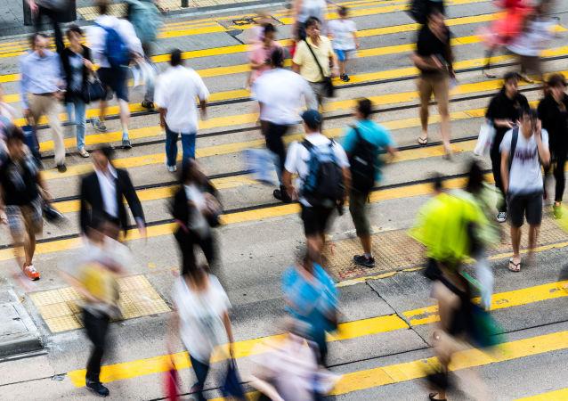 地球上的人口将达到77亿