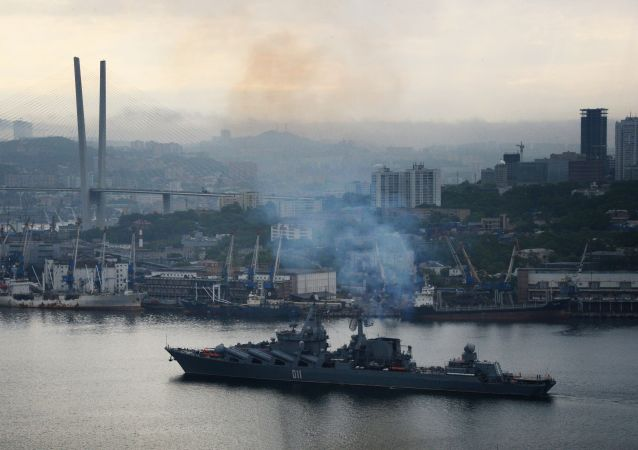 """""""瓦良格""""号巡洋舰在黄海俄中演习后返回符拉迪沃斯托克"""