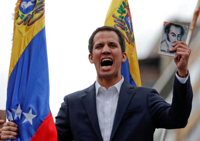 Глава оппозиционного парламента Венесуэлы Хуан Гуаидо
