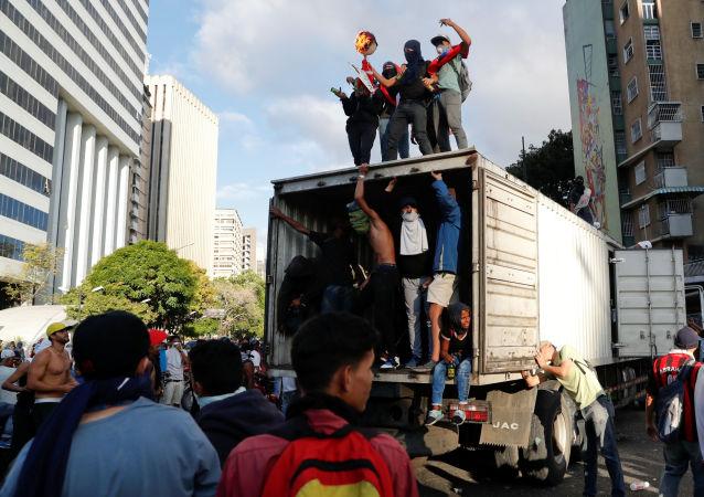 专家:外部势力是导致委内瑞拉政治对立的主要因素 对话是解决危机的最佳方案