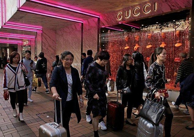 中国游客出境游购物支出比例下降