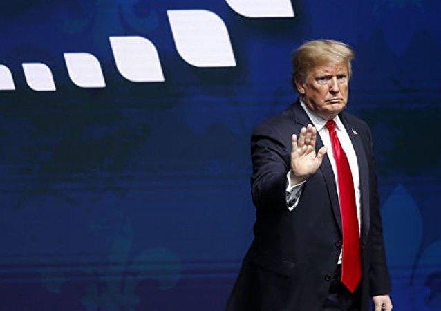民调:特朗普支持率跌至总统任期最低