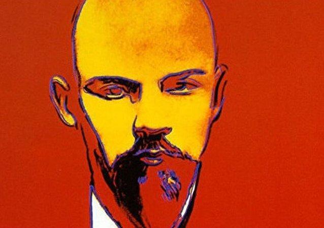 艺术家沃霍尔创作的列宁肖像画在伦敦拍卖会上被拍卖