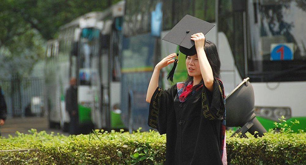 Китайская студентка.