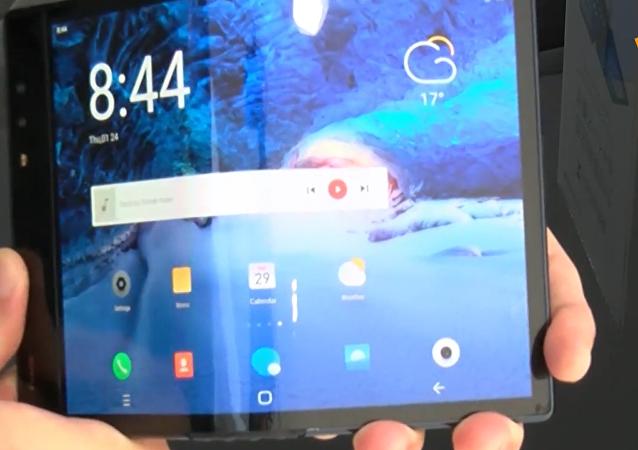 柔宇科技推出首款可折叠智能手机