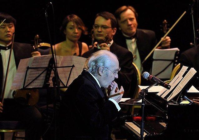 法国著名音乐家米切尔•莱格兰德