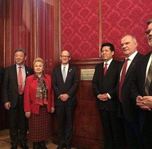 """莫斯科纪念""""1950年毛泽东——斯大林会面""""纪念碑揭牌仪式"""