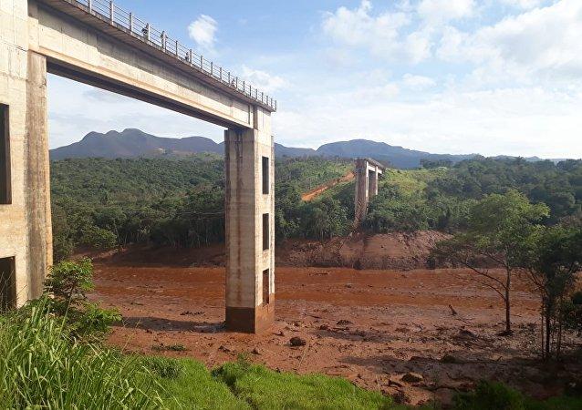 Прорыв плотины Бразилия