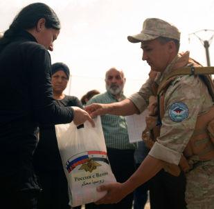 俄軍在敘東古塔和德拉省開展人道主義救援行動