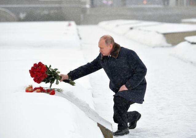 普京向祖国母亲纪念碑献花圈纪念列宁格勒保卫战胜利75周年