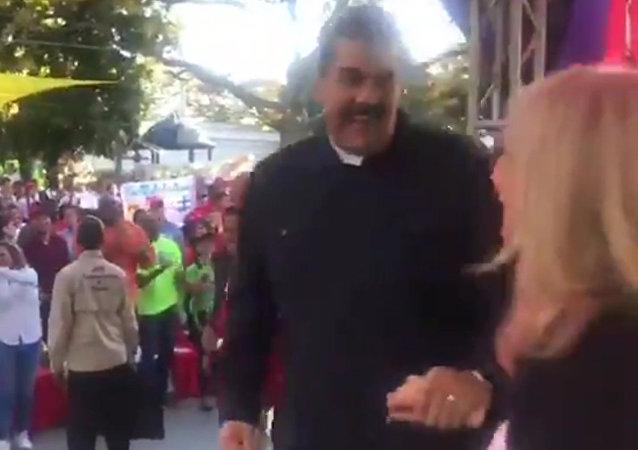 馬杜羅用熱情的舞蹈回應歐洲最後通牒