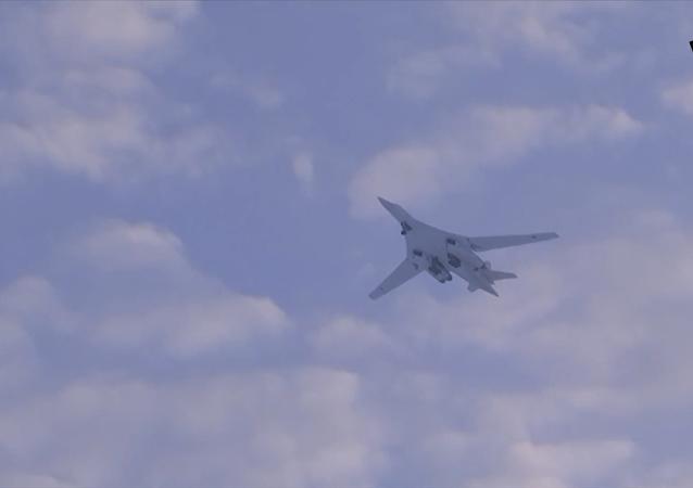 圖-160飛越北極上空