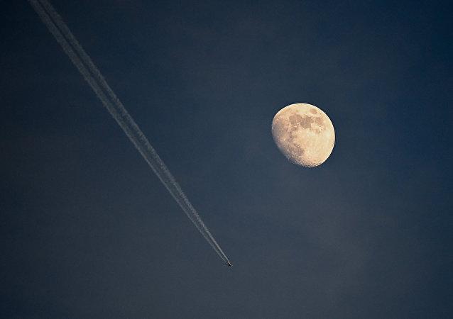 俄院士:科学家有多种理论解释月球形成的原因
