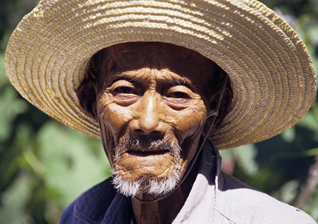中国正在解决农村贫困问题