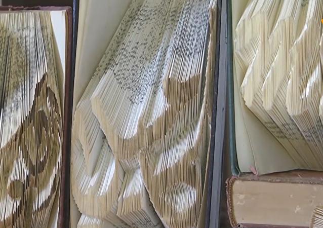 巴勒斯坦藝術家變書本為摺紙藝術