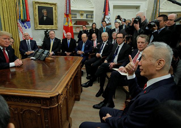 《金融时报》:为签署协议,特朗普在与华谈判时软化了美国立场