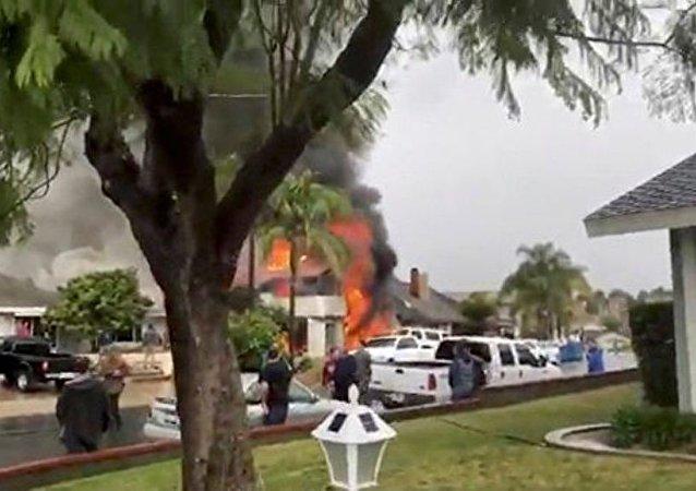 美国加州小型飞机坠毁事故已导致5人死亡