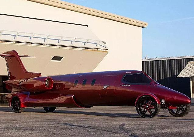 美国价值5百万美元的飞机改装汽车上路行驶