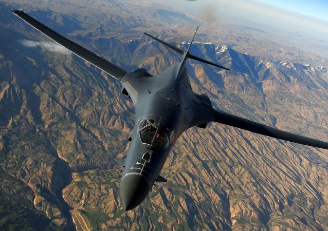 "B-1B""枪骑兵""(Lancer)战略轰炸机"