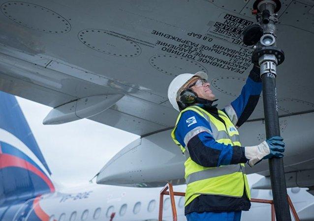 俄天然气工业石油公司开始在中国为俄航飞机加油