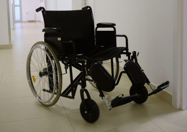 一名假装残疾12年的男子忘记坐轮椅并落入法网