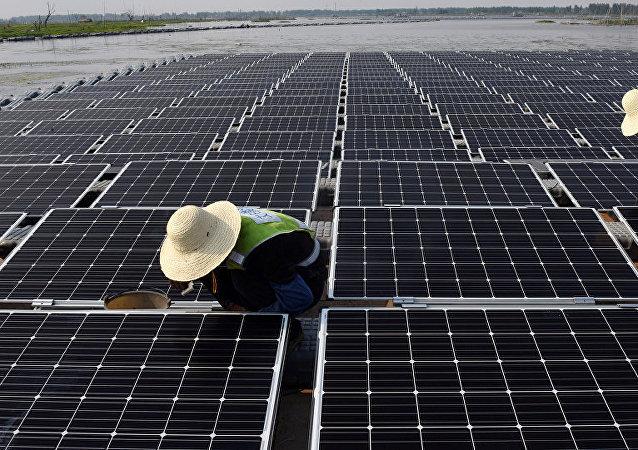 印度拒絕中國太陽能電池板但本國企業無法解決任務