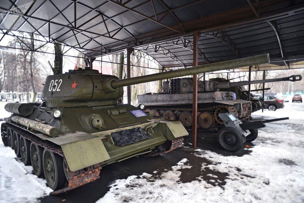莫斯科電影製片廠廠區內的裝甲車展示