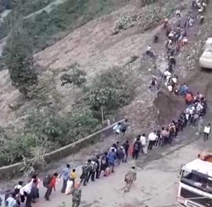 玻利维亚发生两次山体滑坡