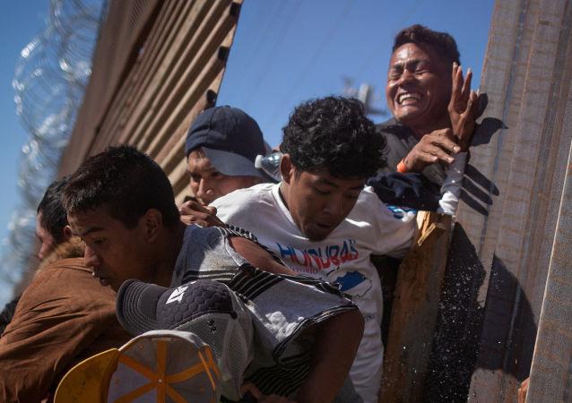 委内瑞拉外长称种族主义重返美国白宫