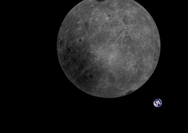 月球和地球首次同框