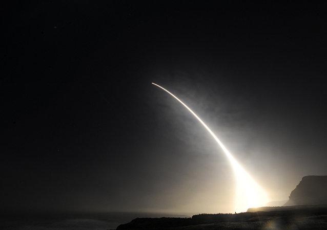 美国测试义用兵三型洲际弹道导弹