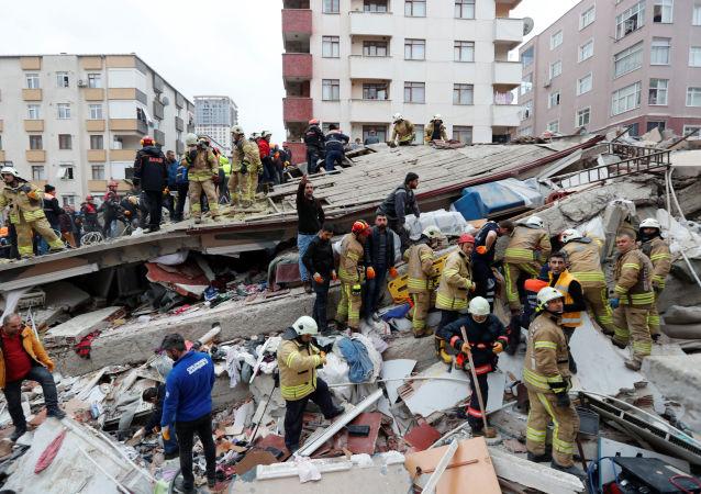 土內政部長:伊斯坦布爾樓房倒塌造成的死亡人數升至21人