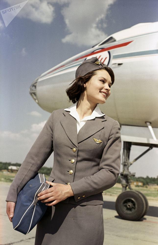 俄罗斯国际航空公司的空姐完成飞行任务后在伏努科沃机场