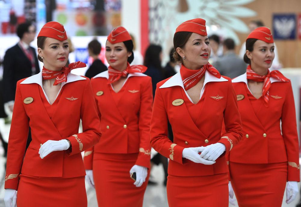 在索契举办俄罗斯投资论坛期间,俄罗斯国际航空公司的空姐