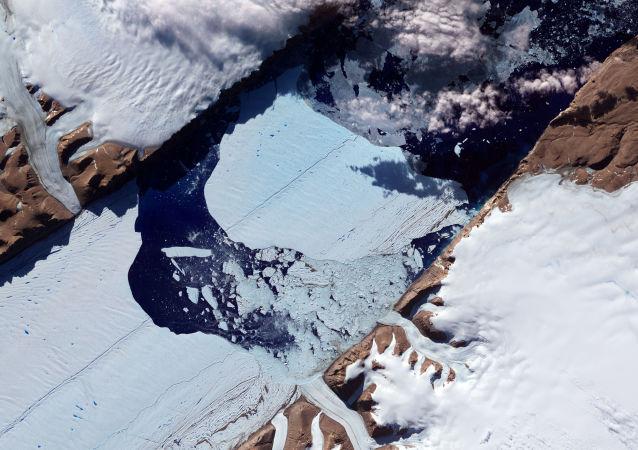 格陵兰岛冰层灾难性融化