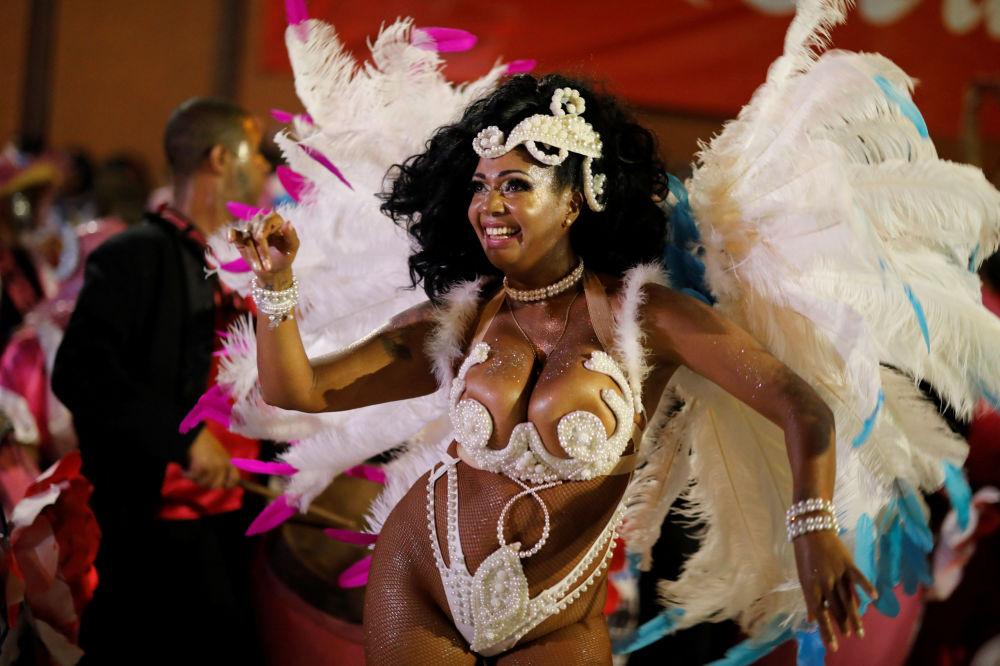 坎东贝是当今乌拉圭人称为民族舞蹈的一种舞蹈,事实上源自非洲。
