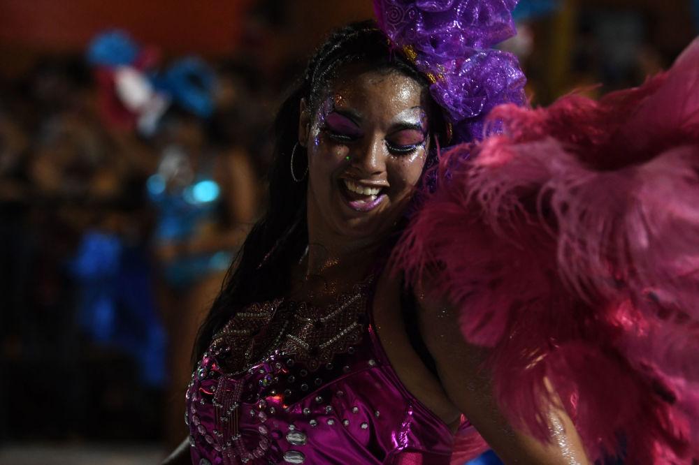 18世纪末,乌拉圭的非洲侨民在1月用这种舞蹈庆祝刚果统治者加冕的国王日。