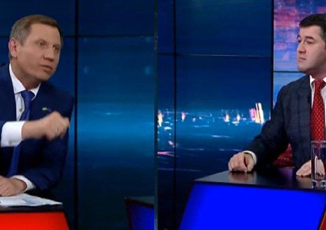 烏克蘭總統候選人對關於退休金的說法潑水(視頻)