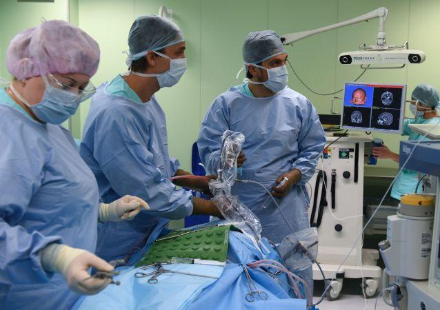 俄联邦科学家为中风患者发明家用神经康复器械