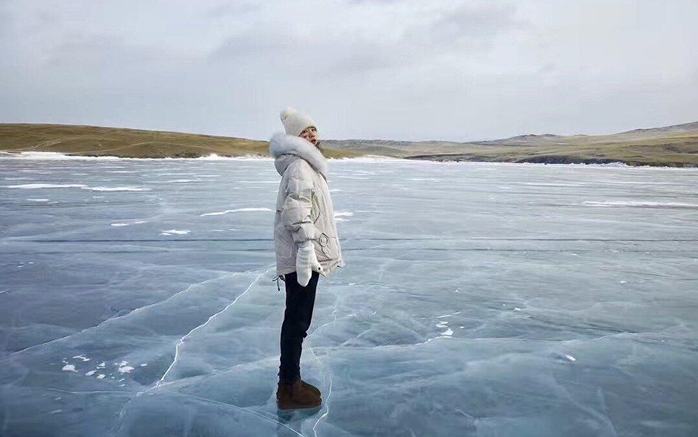 杨洋在贝加尔湖旅行
