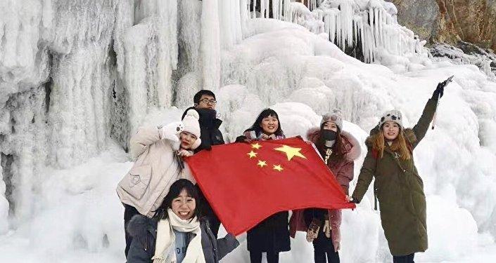 楊洋和朋友們在貝加爾湖留下特別的印記