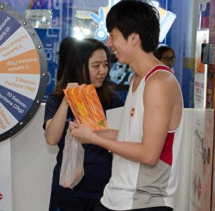 在新加坡出现了鲑鱼自动售货机