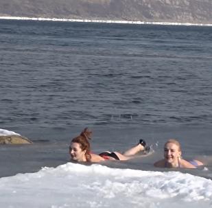 日本海冰泳