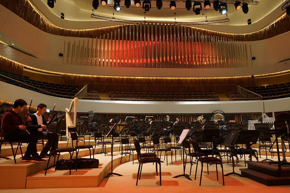 """中国音乐家在""""扎里亚季耶""""音乐厅彩排"""