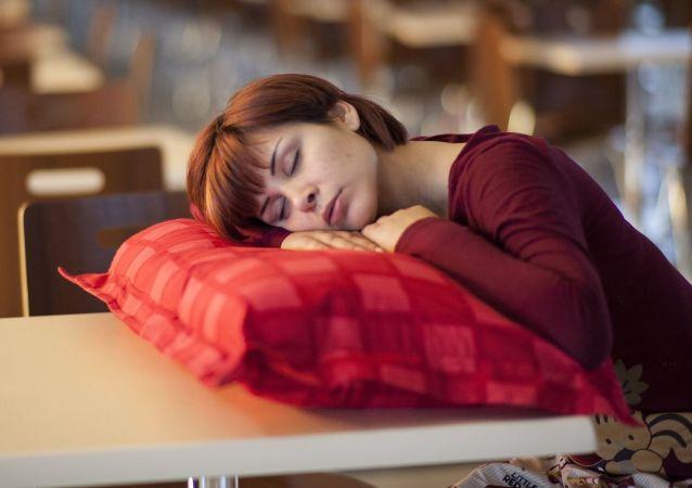 芬兰医生呼吁雇主允许员工在岗位上小睡